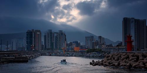 3 Busan Harbour A Lorraine Hardy